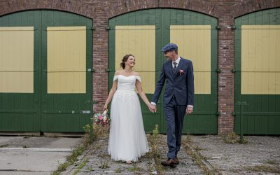 Liefdevolle en toffe trouwdag met een hoop stoere petjes